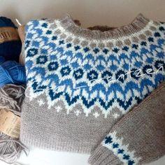 """Riddari likerklikk, 1 kommentarer – Gro Lorentzen (@strikkemania) på Instagram: """"Enda en Riddari #riddari #dropslima #islandskstrikk #hobby #strikkedilla"""" Double Knitting Patterns, Sweater Knitting Patterns, Knitting Stitches, Knitting Designs, Knit Patterns, Free Knitting, Harry Potter Knit, Icelandic Sweaters, Groomsmen"""