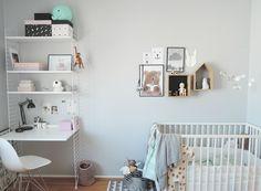 sovrum och barnrum / string shelf and desk