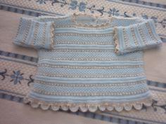 jubón azul y beis con ganchillo alrededor