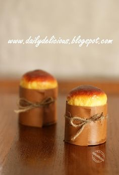 Mini Brioche: Little breads with loaded of butter!