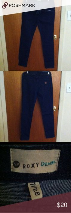 I HAVE A HUGE SELECTION‼️ Blue Roxy skinny jeans size 7/28. Simple blue jeans waiting for you to make it sophisticated with your favorite top and shoes to compliment. Don't forget your purse. Be sure to compare to retail price. This low price won't last for long. Cute with a nice cape. Roxy Jeans Skinny