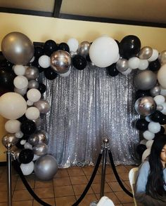 DIY Graduation Photo Booth and Backdrops - Bal de Promo Silver Party Decorations, Prom Decor, Balloon Decorations Party, Birthday Party Decorations, Balloon Background, Balloon Backdrop, Background Decoration, 18th Birthday Party, 50th Birthday Balloons