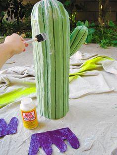 Kein Sicherheitsabstand: Der kinderfreundlichste Kaktus ist aus Pappmaché.