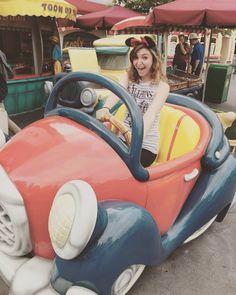 #tbt to Disneyland adventures with my Mom! Take me back!  #homesick #disney #disneyfreak #mommydaughtertime #throwback #throwbackthursday #instadaily #instagood by mandytmarie
