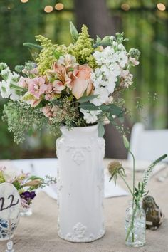 simple, lovely centerpiece