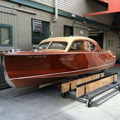 A thing of beauty, Chris Craft style. Old Boats, Small Boats, Course Vintage, Wooden Speed Boats, Chris Craft Boats, Classic Wooden Boats, Build Your Own Boat, Wooden Boat Plans, Diy Boat