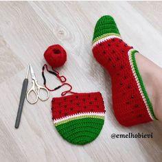 Gülümseten Marifetler booties starting shapes - Her Crochet Crochet Slipper Pattern, Knitted Slippers, Crochet Slippers, Love Crochet, Crochet Baby, Knit Crochet, Diy Crafts Crochet, Crochet Projects, Knitting Patterns