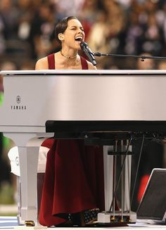 "SuperBowl XLVII: Alicia Keys ""Star Spangled Banner"" Performance + Pics! - http://chicagofabulousblog.com/2013/02/04/superbowl-xlvii-alicia-keys-star-spangled-banner-performance-pics/"