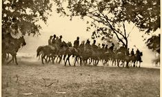 Rough Riders drilling in the San Antonio dust. Getting the horses to form a line… Wild West Outlaws, Fort Sam Houston, Wild West Cowboys, The Trooper, College Boys, Rough Riders, Texas History, Theodore Roosevelt, Harvard University