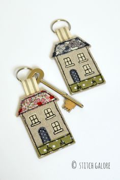 Handmade fabric house-shaped keyring decorated with applique and embroidery and a pink floral roof. Freehand Machine Embroidery, Free Motion Embroidery, Free Machine Embroidery, House Keyring, Felt Keyring, Dog Keychain, Sewing Crafts, Sewing Projects, Fabric Gifts