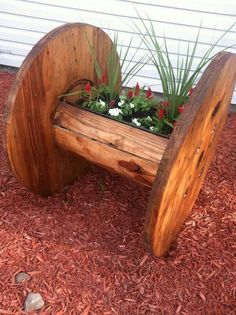 25 Cable spool furniture ideas - Little Piece Of Me Looking for a cheap and creative DIY furniture ideas?Take a look and be inspired with cable spool furniture ideas that we prepared for you! Wooden Cable Reel, Wooden Cable Spools, Large Wooden Spools, Outdoor Projects, Garden Projects, Pallet Projects, Diy Projects, Wooden Spool Projects, Garden Ideas