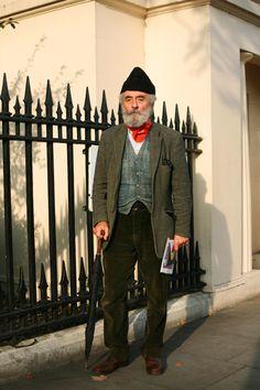Regent Park, London , The Sartorialist The Sartorialist, Old Man Fashion, Best Mens Fashion, London Fashion, Style Fashion, Look T Shirt, Advanced Style, Men Street, Mode Style