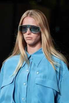 Stella McCartney Spring 2020 Ready-to-Wear Collection - Vogue Stella Mccartney, Trending Sunglasses, Sunglasses Women, 2020 Fashion Trends, Fashion Brands, Vogue Paris, Sunnies, Spring Fashion, Fashion Show