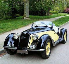 """specialcar: """" 1939 alfa romeo """" 1939 I WANT of those. Auto Retro, Retro Cars, Vintage Cars, Antique Cars, Vintage Signs, Austin Martin, Automobile, Alfa Romeo Cars, Cabriolet"""