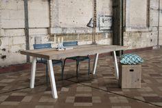 Tafel+steigerhout+schuine+poot+staal+van+PURE+Wood+Design+op+DaWanda.com