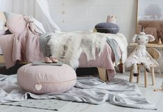 Crushing on a colour scheme of blush pink complimented by earthy tones and hints… – toptrendpin. Bedroom Wall Colors, Kids Decor, Home Decor, Floor Cushions, How To Make Bed, Beautiful Bedrooms, Girls Bedroom, Bedroom Ideas, Scandinavian Style
