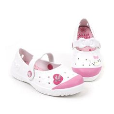 Hello Kitty Lovely Kids Casual Shoes for Girls Clogs House Pool White US Size 13 Hello Kitty,http://www.amazon.com/dp/B00HPW9HGY/ref=cm_sw_r_pi_dp_1ND4sb1AP5PNZ7FN