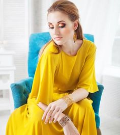 4 Amazing Makeup Tips To Wear With Your Yellow Dress , Are you sporting a yellow ensemble for a cousin's wedding ceremony and are stumped on do your make-up? No ensemble is full with out the precise make-up. Makeup With Yellow Dress, Red Dress Makeup, Yellow Makeup, Yellow Eyeshadow, Green Dress, New Makeup Ideas, Best Makeup Tips, Best Makeup Products, Makeup Guide