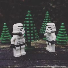 Looking for a christmas tree #christmastree #christmas #tree #starwars #starwarslegos #starwarslego #lego #legostarwars #minifigures #minifigure #stormtrooperlife #stormtrooper #bob #iphonography #365project #day352