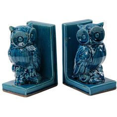 Set of two ceramic owl bookends. Product: Set of 2 bookendsConstruction Material: CeramicColor: Blue...