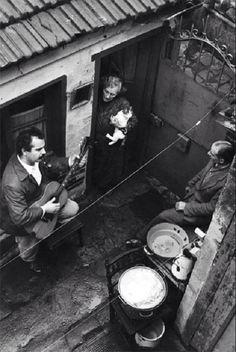 """George Brassens, Impasse Florimont, Paris (1953) Ca doit être avec Jeanne et """"L'auvergnat?"""" (Irka)"""