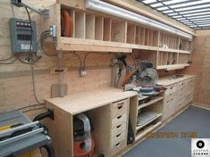 I'll just say it down front, there really isn't one ideal woodworking shop layout! Workshop Bench, Workshop Layout, Workshop Storage, Garage Workshop, Workshop Ideas, Garage Tools, Diy Garage, Garage Storage, Garage Organization
