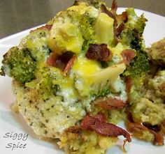 Chicken Bacon Broccoli Ranch Foil Packets....magic in a packet!  I mean, what's not to love when you top chicken and stuffing with bacon, cheese, broccoli, and ranch?!?!