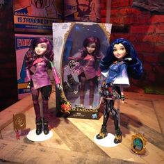 Today we are at the Hasbro Toy Fair 2015 presentation and here is a look at the new Disney's Descendants dolls and accessories that will be released this year in conjunction with the upcoming Disney Channel movie that will premiere Summer Disney Channel Movies, Mal And Evie, Disney Descendants, Doll Accessories, Barbie, Dolls, Friends, Bed, Anime