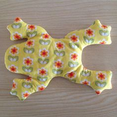 #frog#frosch#sewing#nähen#textile#fabric#printedfabric#stoffe#volksfaden#berlin#animal#tier#yellow#gelb#creative#floral#flowers#blumen#nature#naturelovers#natur#platt#stoffliebe#stoffladen#stoffgeschäft#pattern#muster#formen#colorful#colors