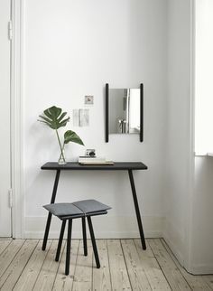 The Georg collection, designed by Christina Liljenberg Halstrøm for Skagerak, is inspired by the need to store, hang and drop things off in the hallway of a home. The stool is a back-up seat designed in a material encounter between wood, wool and leather in an expression in between Nordic sensuality and Japanese minimalism.