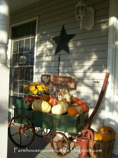 ahhh fall is my favorite time for decorating :) Country Farmhouse Fall Decor Primitive Homes, Primitive Fall, Autumn Decorating, Porch Decorating, Decorating Ideas, Decor Ideas, Craft Ideas, Seasonal Decor, Holiday Decor