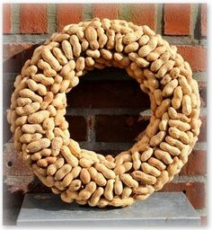 Pindakrans Wreath Ideas, Door Wreaths, Nice Things, Homemade Gifts, Gardening, Party, Diy, Snow, Do Crafts