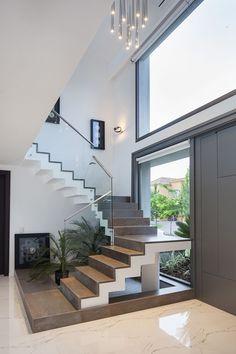 Home Stairs Design, Home Room Design, Dream Home Design, Stair Design, Bungalow House Design, Small House Design, Modern House Design, Staircase Design Modern, Modern House Facades