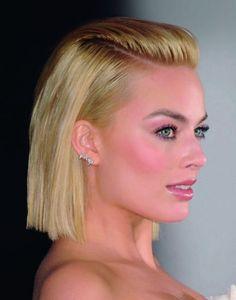 Falso moicano: Depois de uma escova superlisa (aplique um leave-in com proteção térmica antes do secador), passe um spray de fixação no topo, penteie todo o cabelo para trás como se fosse um moicano, ao estilo da atriz australiana Margot Robbie.