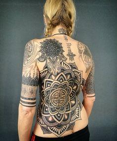 "608 Likes, 9 Comments - DerynTwelve  TenaciousTattoo (@deryntwelvetattoo) on Instagram: ""Finished the lovely Lisa's mandala today.. #dotworktattoo#geometrictattoo #tattoodo #dotworktattoo…"""