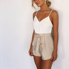 """7,513 Me gusta, 65 comentarios - Mura (@mura_boutique) en Instagram: """"Dress it up or down, it's an easy piece to throw on from day to night! Walk the Line playsuit $59…"""""""