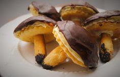 Kulinarne Inspiracje: Jesienne ciastka - grzybki Cannoli, Pie Dessert, Truffles, Christmas Cookies, Hamburger, Stuffed Mushrooms, Food And Drink, Cooking Recipes, Banana