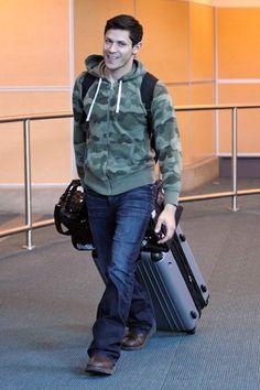 Twilight hottie Alex Meraz arrives in Vancouver