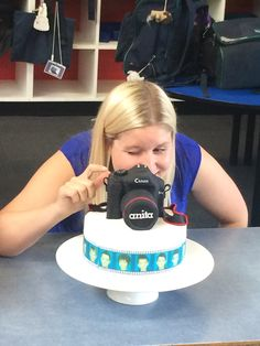 Part 2 of my free tutorial on making a Camera Cake Friends Birthday Cake, 18th Birthday Party, Birthday Cakes, Camera Cakes, How To Make Camera, Cake Decorating Tutorials, Cake Tutorial, Fancy Cakes, Fondant Cakes
