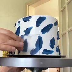 Buttercream Birthday Cake, Buttercream Cake Designs, Buttercream Cake Decorating, Fondant Cake Designs, Cake Decorating Designs, Cake Decorating Videos, Cake Decorating Techniques, Simple Cake Decorating, Simple Fondant Cake