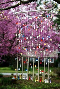 Make Wind Chimes DIY tutorials) Make wind chimes (wind bells). 20 DIY tutorials to help you make wind chimes you like. Tutorials to make wind bells with seashells, beads, utencils, bamboo Diy Garden Projects, Outdoor Projects, Craft Projects, Garden Ideas, Recycled Garden Crafts, Backyard Ideas, Suncatchers, Carillons Diy, Diy Crafts