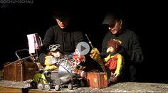 """Puppentheater im """"Hallo Du""""-Theater Bochum, ein Beispiel für Kunst am Rande der Wirtschaftlichkeit mit den Puppenspielern Sabine Jaeckel und Klaus Hermann."""