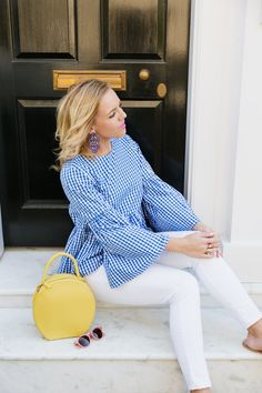 Spring Accessories + Blue Gingham Top Outfit - give me a yellow bag! Blue Pants Outfit, Summer Pants Outfits, Spring Outfits, Chic Outfits, White Capri Outfits, Blue And White Outfits, Casual Wear Women, Warm Weather Outfits, Couture