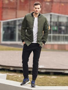 Remarkable styling from the Bolf collection with a military and rock&roll elements. The T-shirt has got a large gothic print, the camel cargo trousers provide spacious pockets. The whole is underlined by the stylish leather jacket.