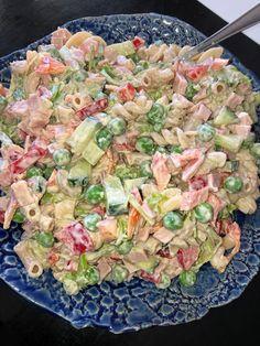 Tupun tupa: Kinkku-pastasalaattia moneen tapaan Greens Recipe, Pasta Salad, Potato Salad, Food And Drink, Potatoes, Dinner, Ethnic Recipes, Mat, Crab Pasta Salad
