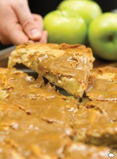 This Caramel Apple Pie Slab is not only easy to make, but the results are truly delicious.