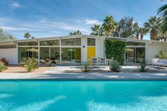 Alexander Post & Beam, designed by William Krisel in On the market. DM me for details. Listed by Palm Springs Real Estate, Palm Springs Houses, Home Styles Exterior, Interior And Exterior, Exterior Colors, Palm Springs Mid Century Modern, Casa Retro, Yellow Front Doors, Modernism Week