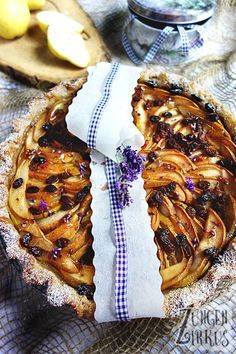 This pear cake is a true taste explosion. Apricot jam, cinnamon, amarettini and fresh lavender flowers make it a treat! This pear cake is a true taste explosion. Apricot jam, cinnamon, amarettini and fresh lavender flowers make it a treat! Healthy Eating Tips, Healthy Nutrition, Tea Recipes, Smoothie Recipes, Pear Cake, Ramadan Recipes, Albondigas, Tea Sandwiches, Vegetable Drinks