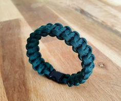 Retrouvez cet article dans ma boutique Etsy https://www.etsy.com/fr/listing/399302405/bracelet-paracorde-couleur-gris-vert