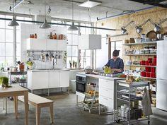 Aperta e versatile, la #cucina può essere il vostro laboratorio sempre pronto ad accogliere la prossima idea. Scopritela nel nuovo #catalogoIKEA 2016: #gustatilavita